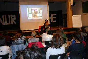 Katharina Swoboda beim Vortrag in Blumau